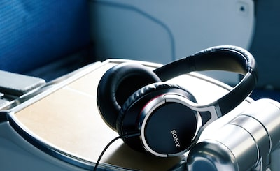 Headphone peredam bising Sony