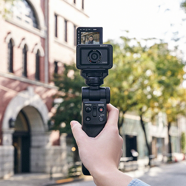 Introducing a Versatile & Cable-Free Camera Grip