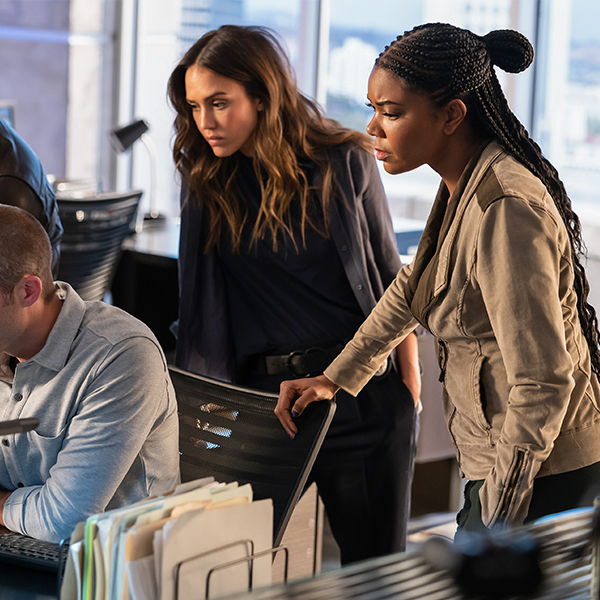 "Gabrielle Union & Jessica Alba Are Back for Season 2 of ""L.A.'s Finest""  Mobile"