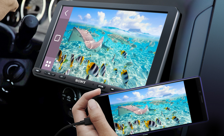Image showing XAV-AX8000 and smartphone using WebLink