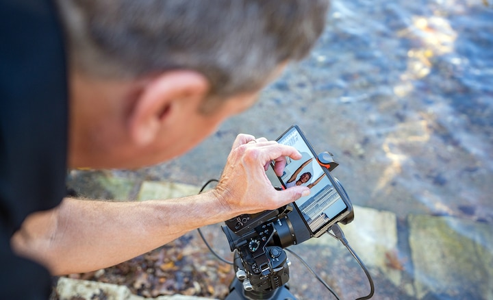 Photographer Darren Carroll using the Xperia PRO's External monitor feature.