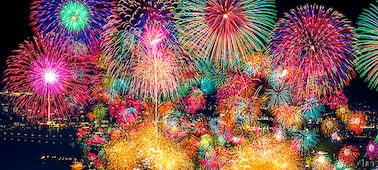 Fireworks showing extreme contrast and real-life depth