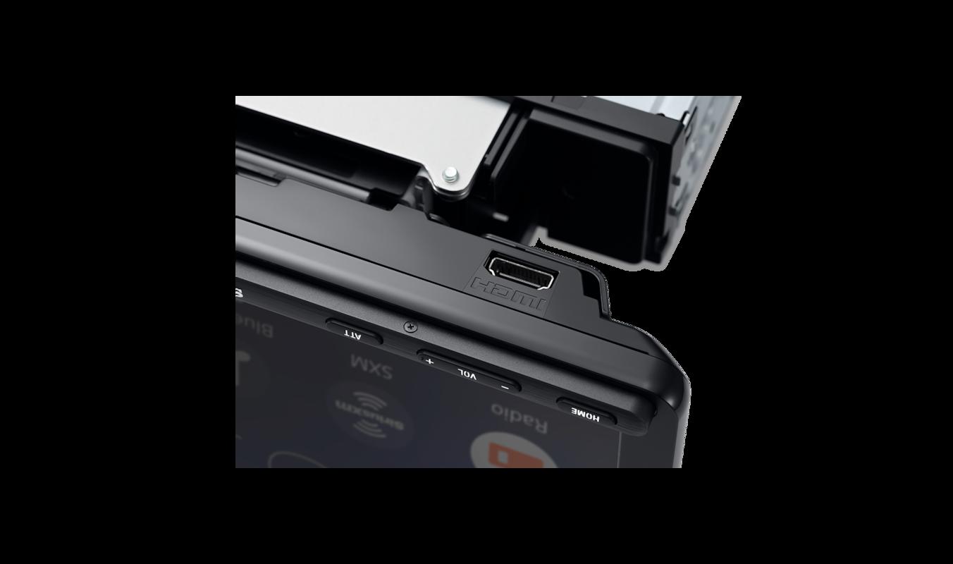 XAV-AV8100 close up of HDMI connection