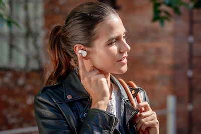 Lifestyle image of woman using the smart features of the WF-1000XM3
