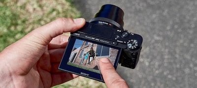 Touch Shutter feature for easy shooting