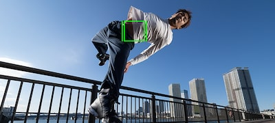 Real-time Tracking keeps fast-moving subjects in focus