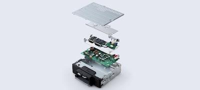 Anti-resonance dual-layer chassis