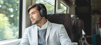 Lose yourself in silence with industry-leading noise cancellation