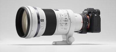 Fotografiere continuă cu urmărirea focalizării/expunerii automate cu obiectivele cu montură A