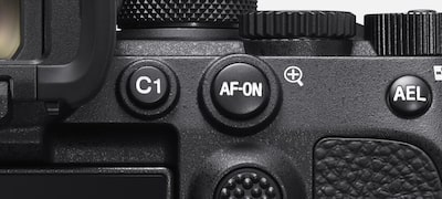 AF support in manual-focus mode