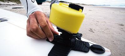 Κρατά την Action Cam πάνω από την επιφάνεια του νερού