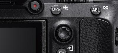 Κουμπί AF-ON και ρυθμιστικό πολλαπλής επιλογής