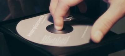 Ενσωματωμένη συσκευή αναπαραγωγής CD για να απολαμβάνετε τη συλλογή σας