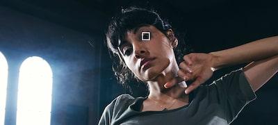 Lấy nét tự động theo ánh mắt trong thời gian thực và Lấy nét tự động theo nhận diện khuôn mặt