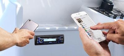A kettős Bluetooth kapcsolattal egyszerre két okostelefon csatlakoztatható