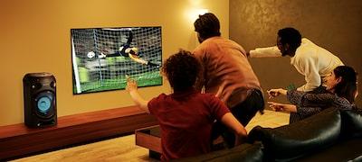 Mang cả sân vận động náo nhiệt về nhà với Chế độ Bóng đá