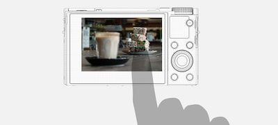 Easy, natural Touch Focus and Touch Pad AF