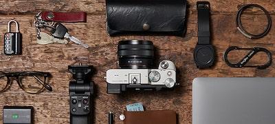 World's smallest and lightest full-frame zoom lens